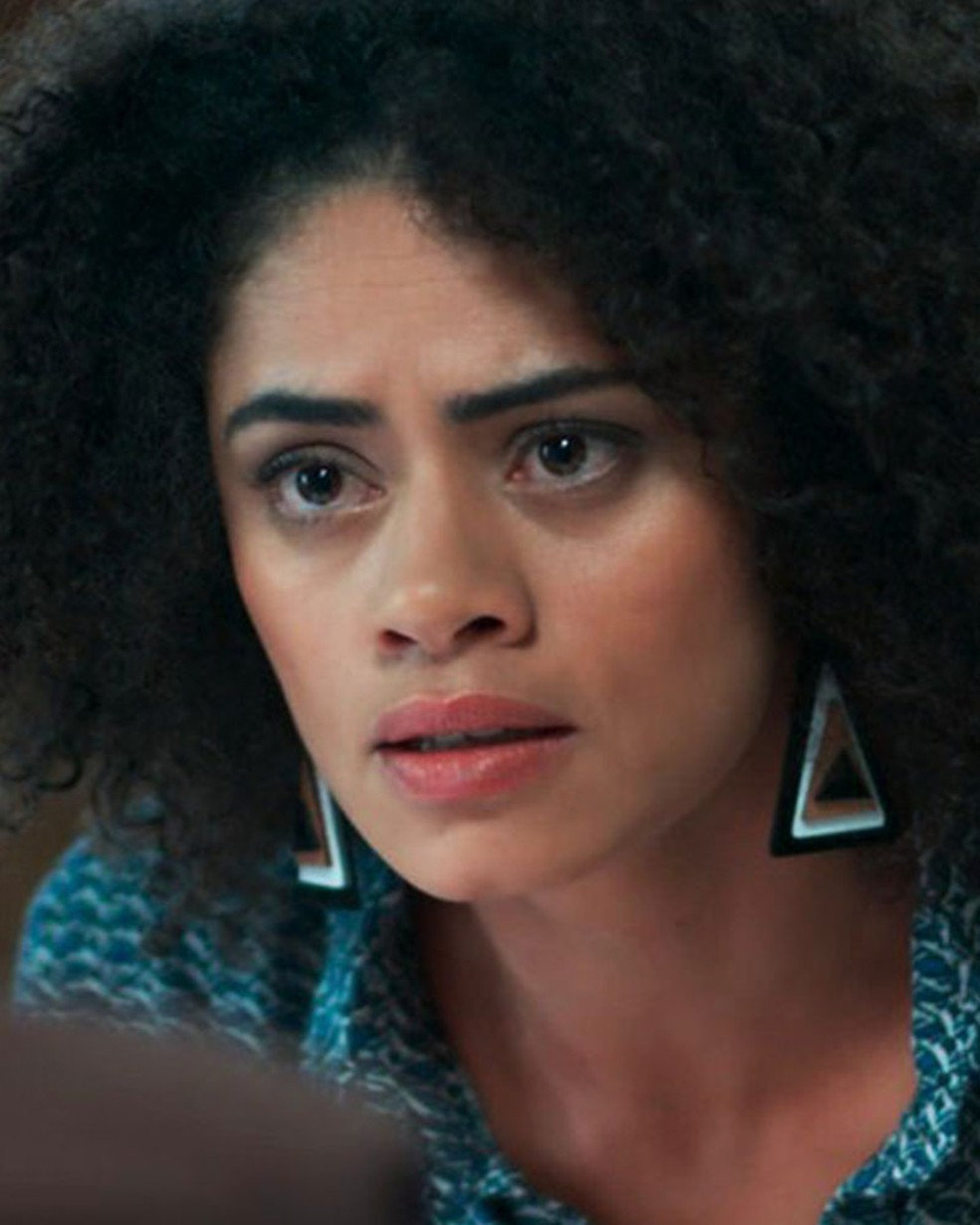 Dóris (Ana Flávia Cavalcanti) tira satisfações com Bóris (Mouhamed Harfouch) em 'Malhação - Viva a Diferença' — Foto: Globo