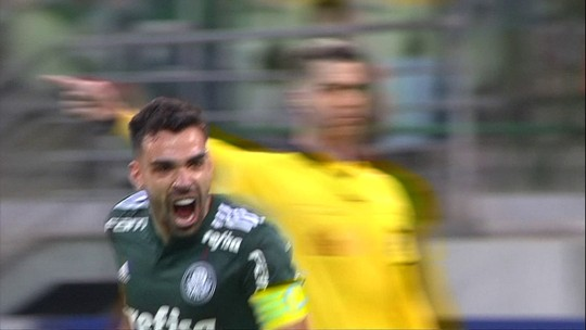 Faixa, gol de falta e marcação: como Bruno Henrique virou destaque no Palmeiras