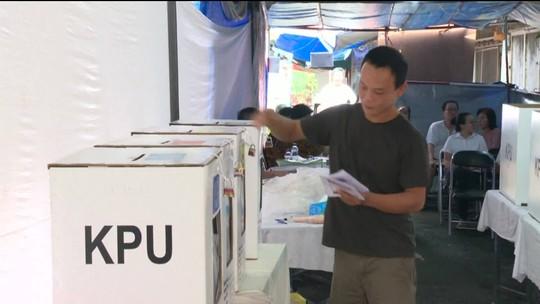 Exaustão mata 270 funcionários que trabalharam nas eleições da Indonésia