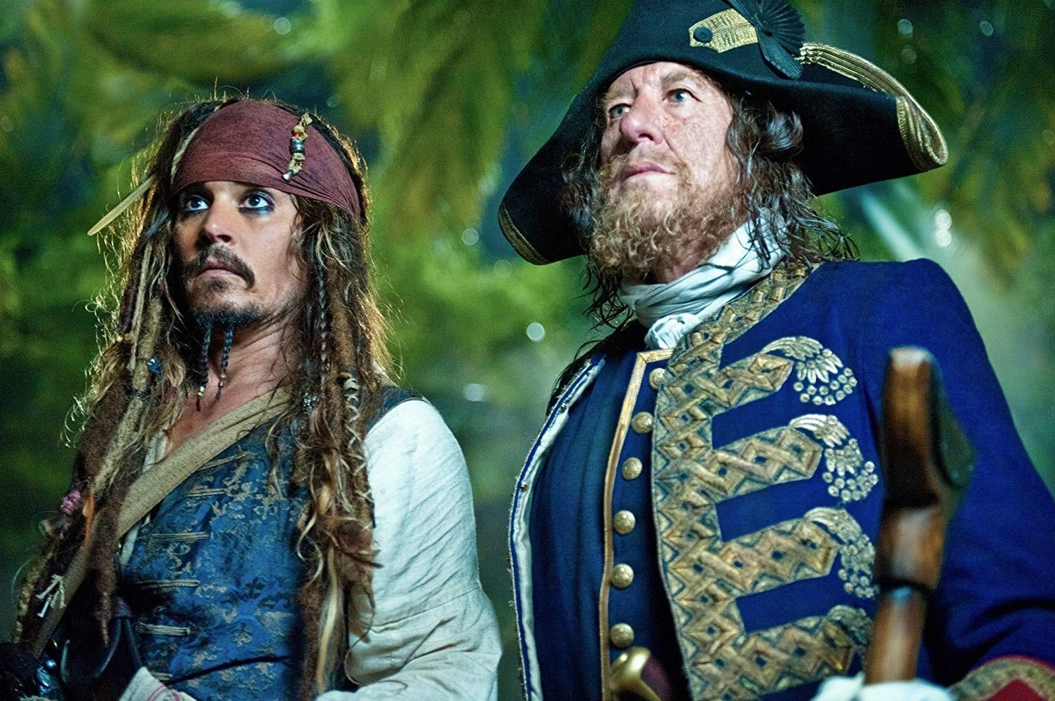 Johnny Depp e Geoffrey Rush em Piratas do Caribe: Navegando em Águas Misteriosas (2011) (Foto: Divulgação)