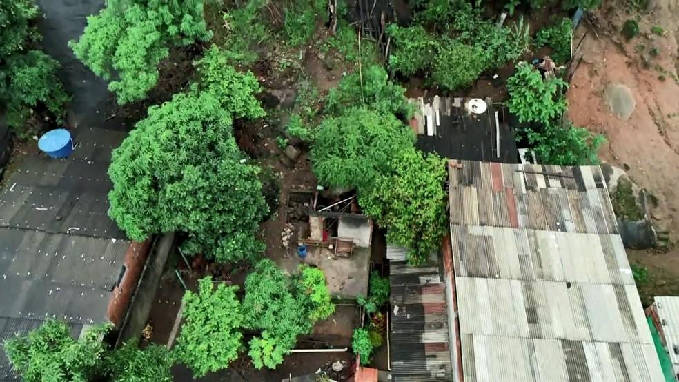 Pedras rolam no Morro da Boa Vista, em Vila Velha, ES — Foto: Reprodução/ TV Gazeta