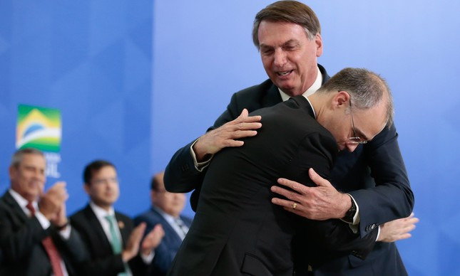 Jair Bolsonaro dá posse ao ministro da Justiça, André Mendonça