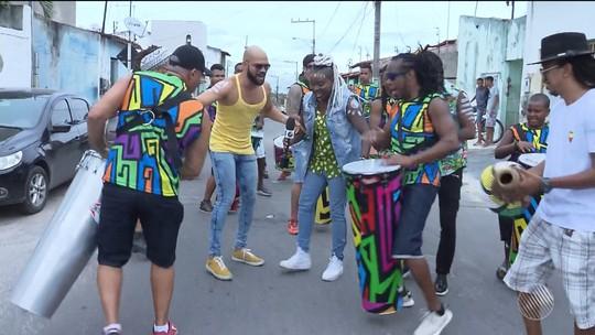 Micareta: Timbalada vai ao bairro onde a cantora da banda nasceu e público faz festa