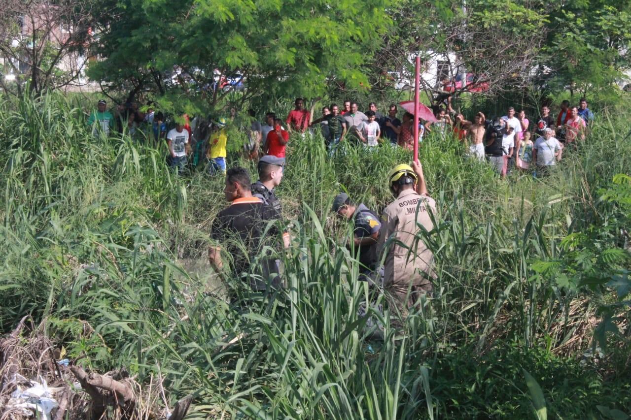 Corpo de homem é encontrado boiando dentro de igarapé na Zona Leste de Manaus - Notícias - Plantão Diário