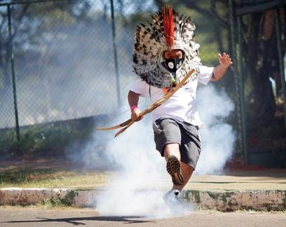 Indígenas e policiais entram em confronto e votação de projeto na Câmara é cancelada