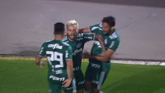 """Pelo Palmeiras, Lucas Lima faz primeiro gol contra o Santos: """"É diferente, sim"""""""