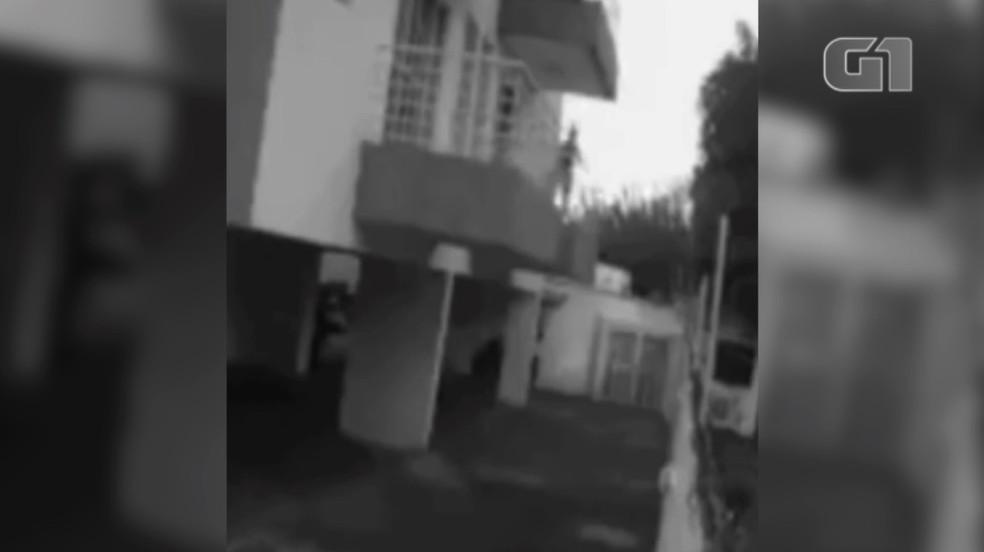 Vídeo mostra faxineira antes de pular de sacada após ser estuprada em apartamento no Piauí — Foto: Reprodução