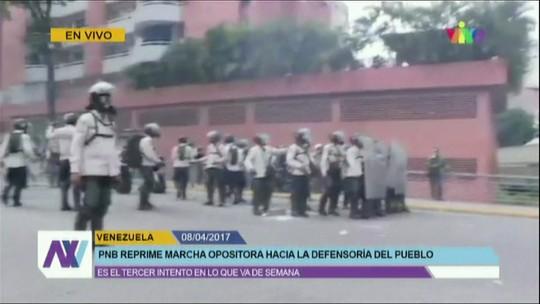 Protestos tomam as ruas de Caracas após candidatura de Capriles ser rejeitada