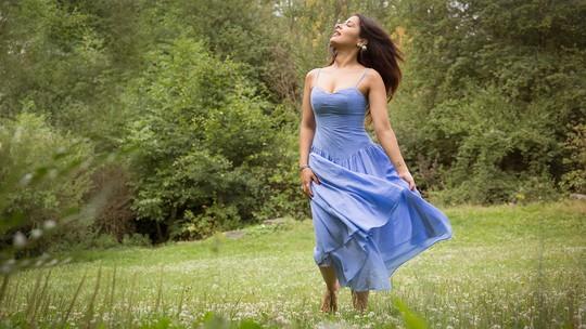 Gyselle Soares conta sobre sua rotina de atriz na França e sonha trabalhar no Brasil