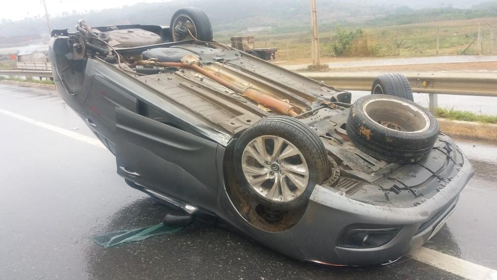 Acidente de carro na Rodovia MG-424, sentido à Confins, na Região Metropolitana de Belo Horizonte — Foto: Polícia Militar Rodoviária