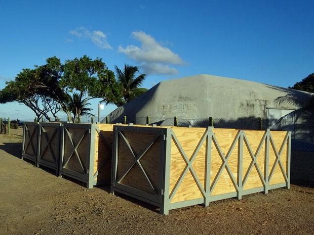 Animais serão transportados dentro de caixas feitas de madeira náutica e aço inox, com um colchão umedecido. São cinco horas de viagem até o Caribe. Ao longo do trajeto, será borrifada água nos bichos (Foto: Luna Markman/G1)