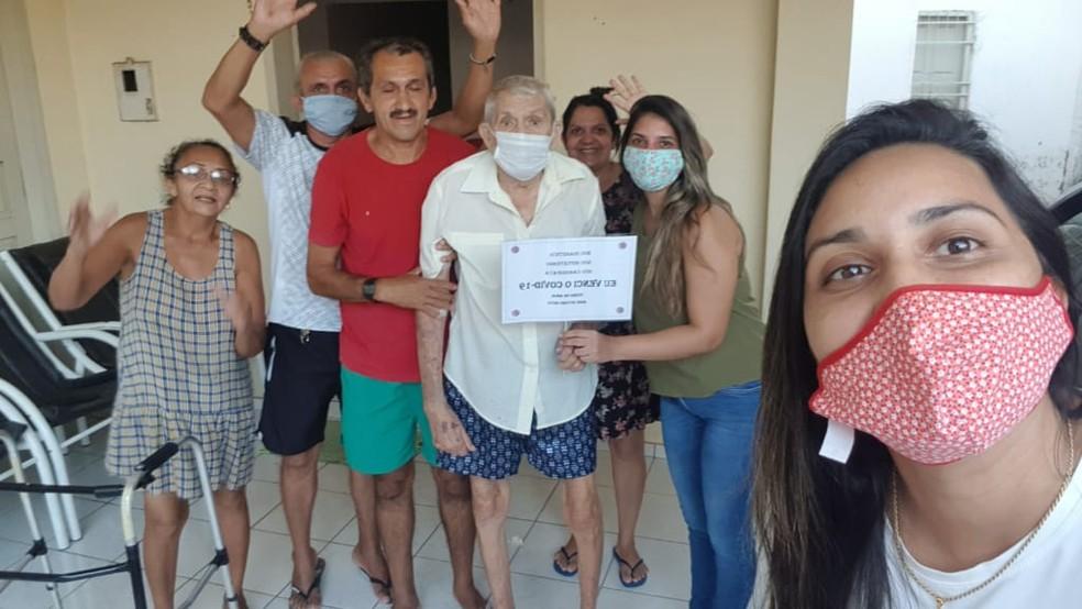 Família recebeu Seu José com muita alegria, depois da recuperação da Covid-19 — Foto: Arquivo pessoal