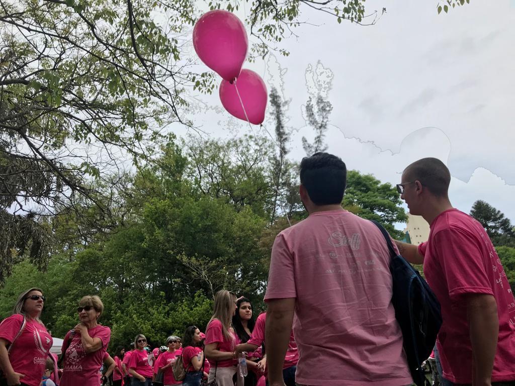 Tradicional caminhada pela conscientização sobre o câncer de mama chega a 16ª edição em Porto Alegre  - Notícias - Plantão Diário