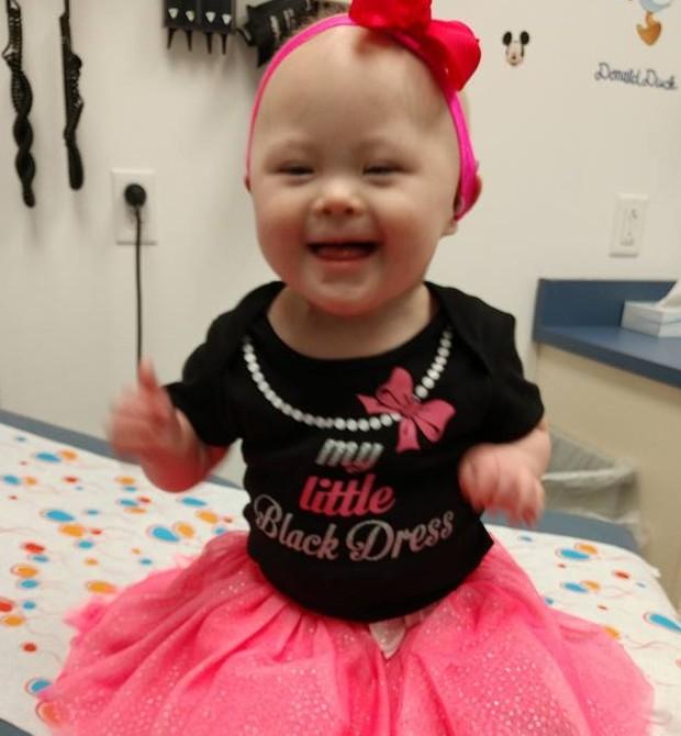 Menina com síndrome de down vence o câncer duas vezes (Foto: Reprodução/Facebook)