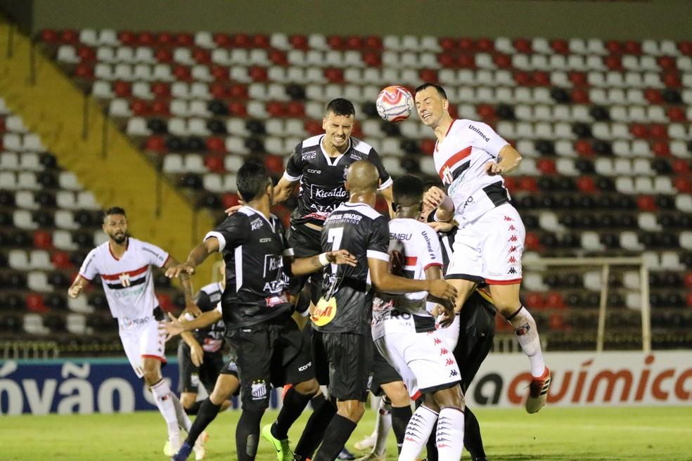 """Naylhor dedica vitória do Botafogo-SP à torcida e promete luta """"até o fim"""" contra rebaixamento   botafogo-sp   ge"""