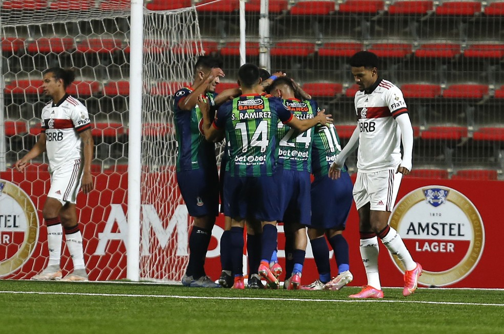 Erro de Bruno Viana condicionou atuação do Flamengo no Chile — Foto: Staff images / Conmebol