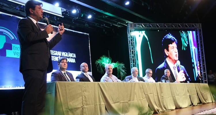 Ministro da Saúde assina documento para implantar método de combate à dengue em Campo Grande