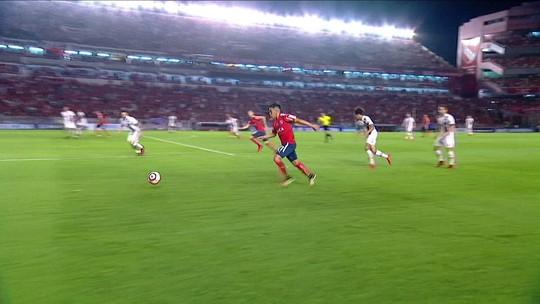 Trauco e Everton Ribeiro irritam torcida do Fla na internet na final da Sul-Americana