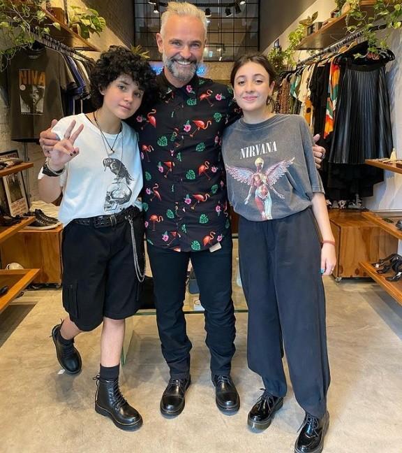 Mateus Carrieri e as filhas (Foto: Reprodução Instagram)