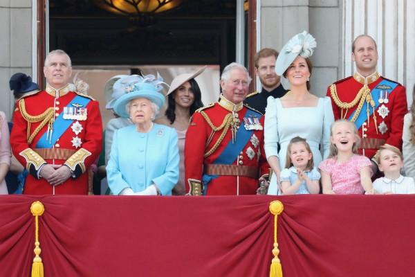A rainha Elizabeth II e a família real  (Foto: Getty Images)