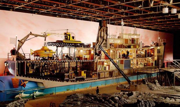 A Vida Marinha com Steve Zissou (2004) Direção de Wes Anderson, fotografia de Robert Yeoman e direção de arte de Mark Friedberg  (Foto: Reprodução)