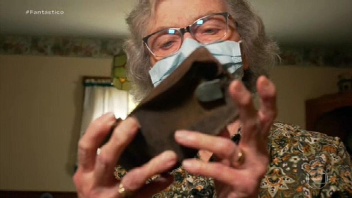 Carteira achada no ginásio de uma escola dos EUA volta para as mãos da dona 70 anos depois
