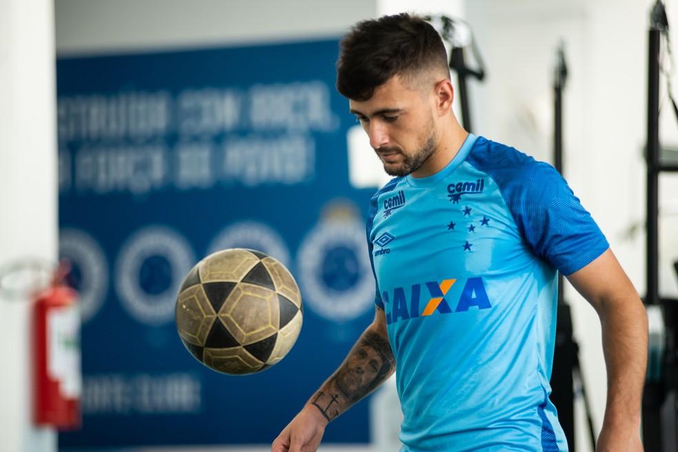 Arrascaeta não participa da pré-temporada com o elenco do Cruzeiro — Foto   Bruno Haddad Cruzeiro E.C. O Cruzeiro admitiu que aceita negociar  Arrascaeta e ... 969c8ec8d7e21