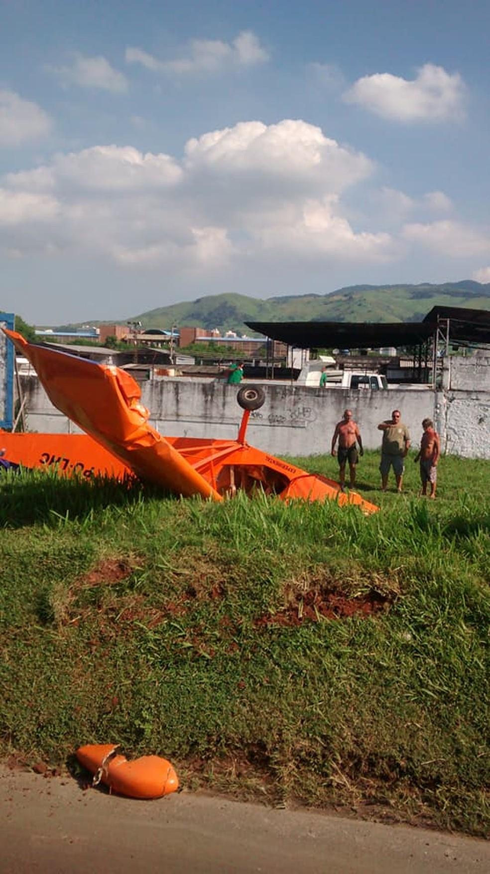 Trânsito é intenso próximo ao local do acidente devido a motoristas curisos (Foto: Arquivo Pessoal/ Arnaldo Mota)