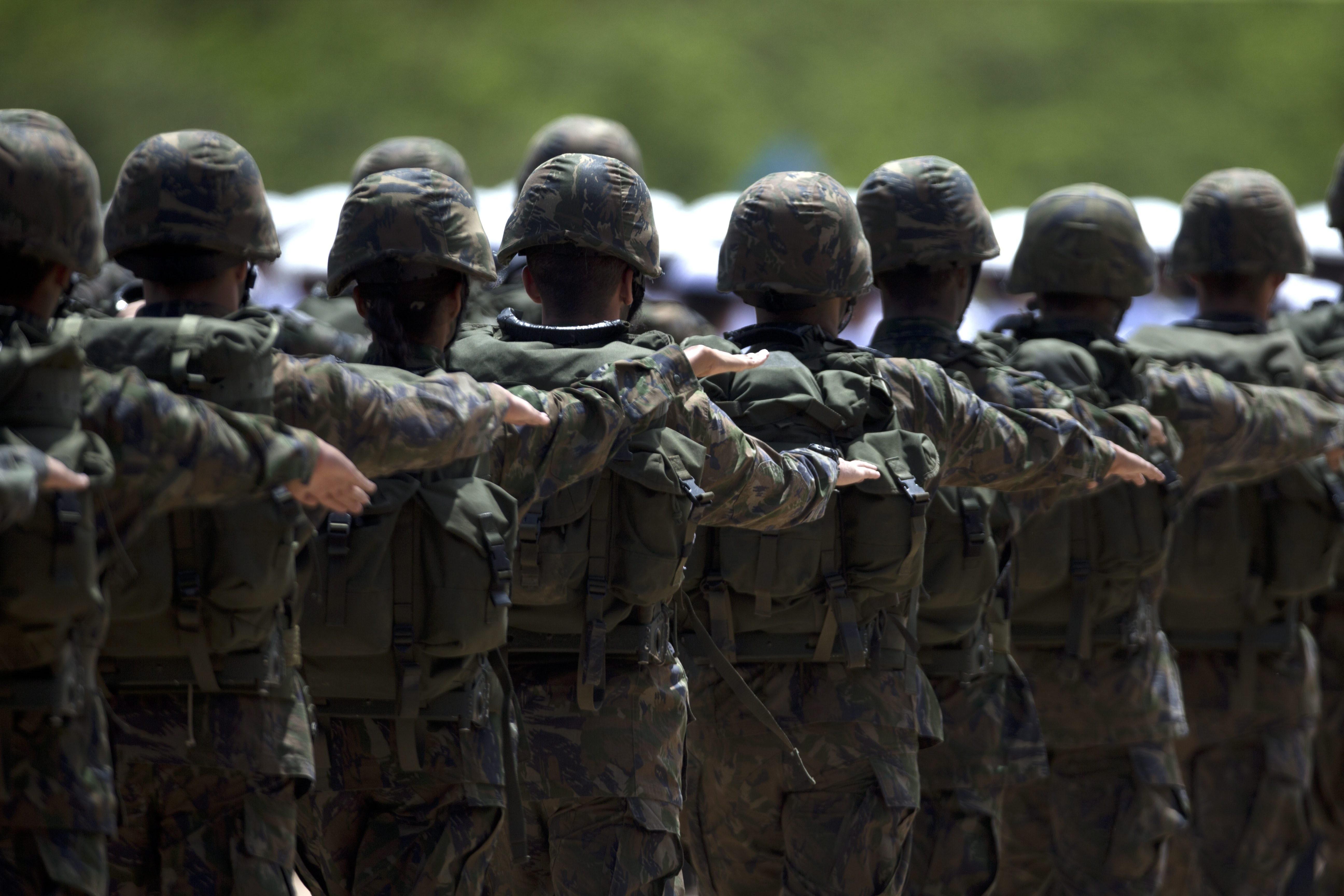 Forças Armadas estão obrigadas a incluir transgêneros