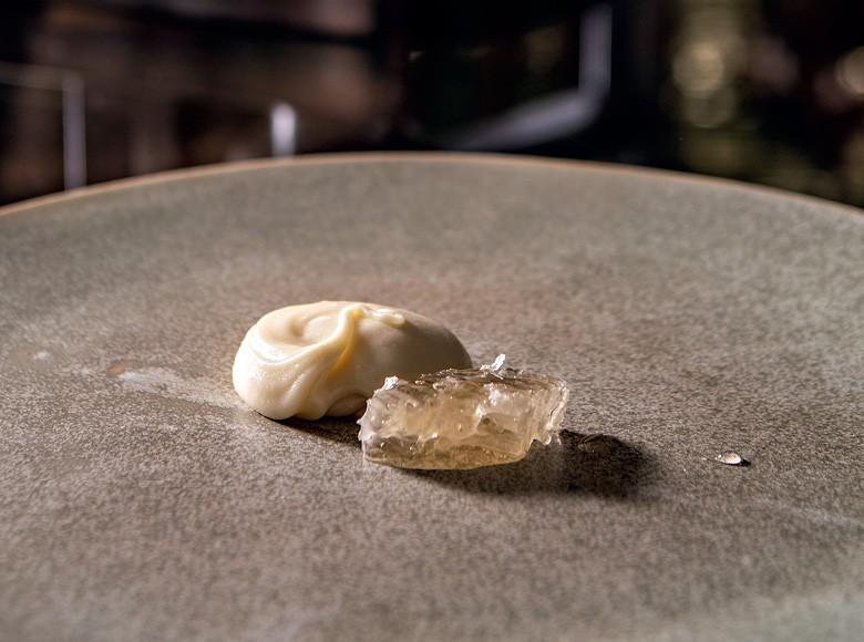 Mel gourmet - Sobremesa com mel servida no restaurante D.O.M, em São Paulo (Foto: Ricardo D'angelo/divulgação)