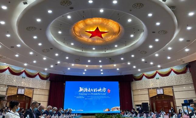 Encontro de embaixadores latino-americanos com autoridades chinesas em Urumqi, na província chinesa de Xinjiang