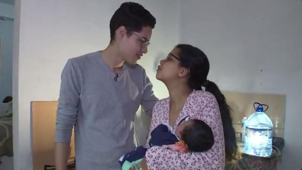 Gerson veio da Venezuela com a mulher e o filho (Foto: Reprodução RBS TV)
