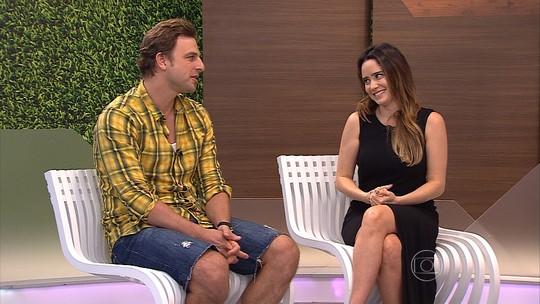 Os atores Fernanda Vasconcelos e Cássio Reis estão em cartaz com a peça 'Enfim, Nós'