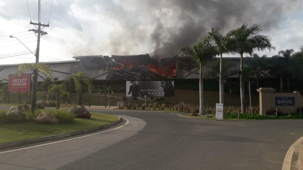 Estrutura do outlet ficou destruída com incêndio em Itupeva — Foto: José Iranildo Lucas Maia/Arquivo pessoal