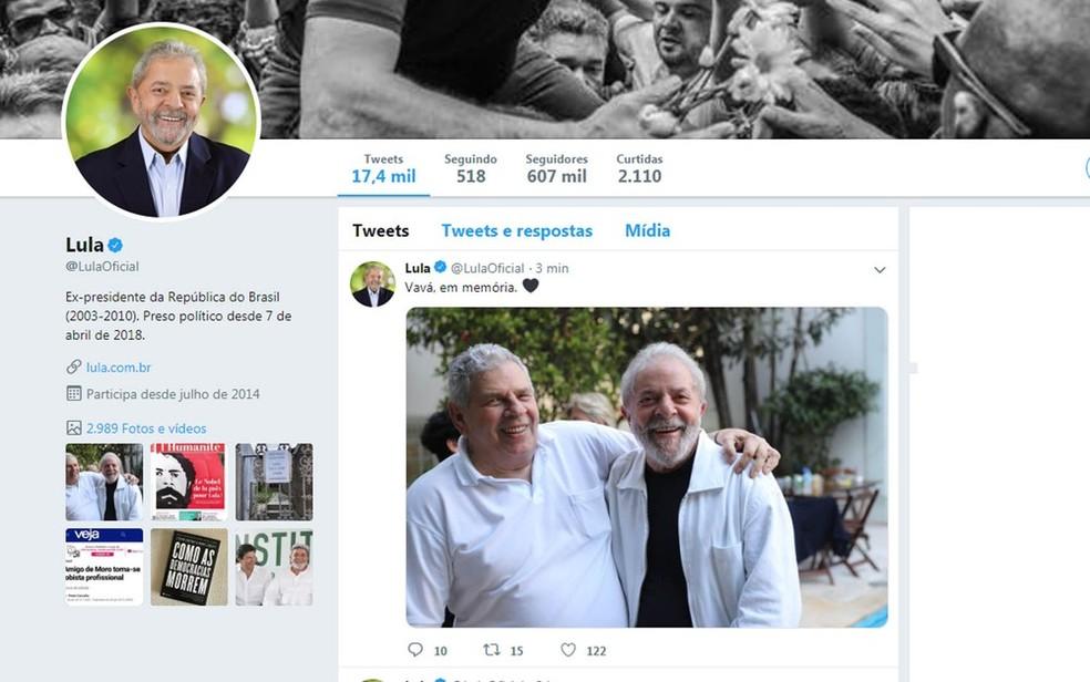 Responsáveis pelas redes sociais de Lula postaram foto do ex-presidente ao lado de Vavá — Foto: Twitter/Lula