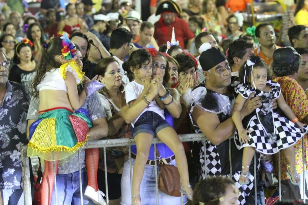 Crianças também brincam o carnaval no Bairro do Recife (Foto: Marlon Costa/Pernambuco Press)