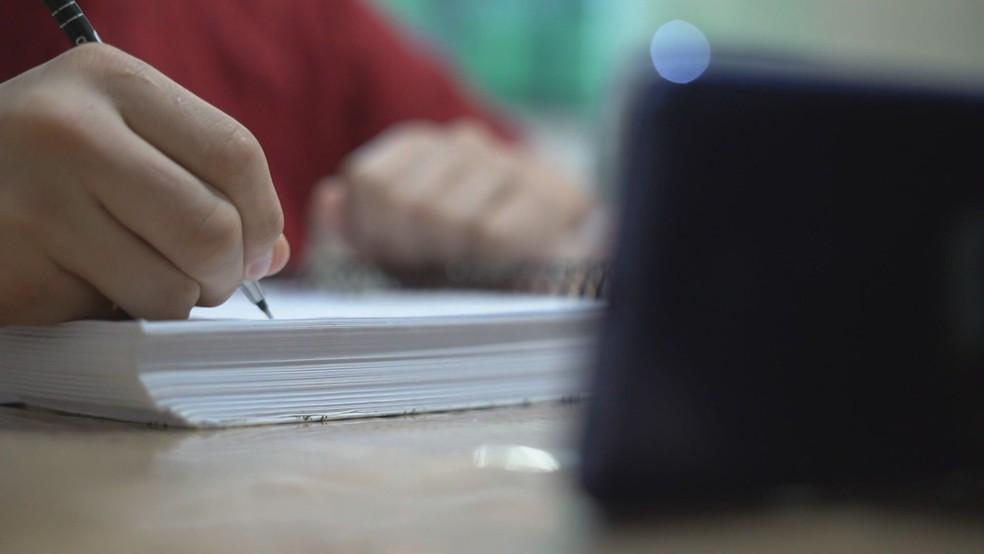 Caderno, aula online, covid, crianças, escola, estudante DF — Foto: TV Globo / Reprodução