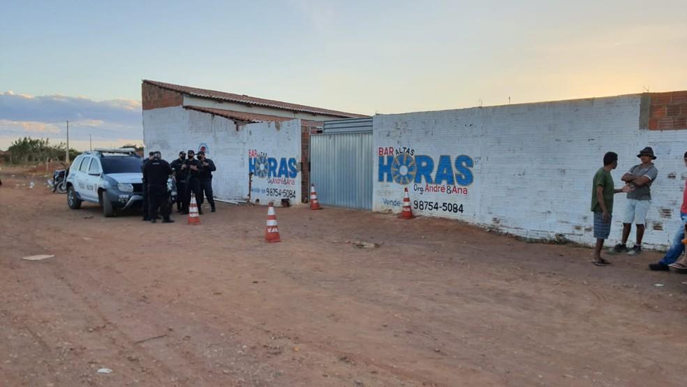 Homens foram mortos a tiros em uma bar no município de Serra do Mel, região Oeste do Estado — Foto: Alcivan Vilar