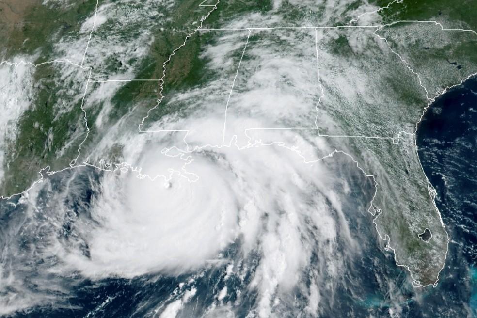Furacão Ida chega aos Estados Unidos — Foto: NOAA/Via Reuters