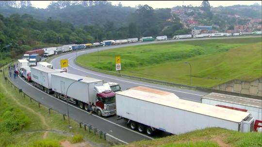 AGU diz que recomendará a Temer vetar anistia a multas aplicadas em caminhoneiros durante a greve