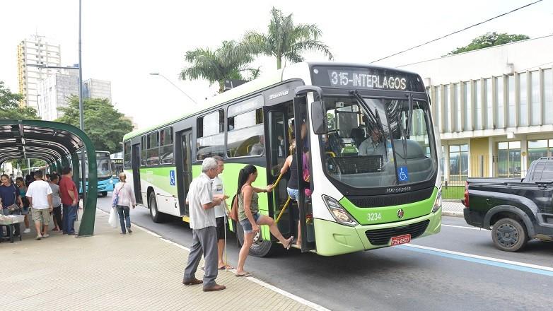 Justiça determina liberação do cartão de gratuidade para idosos no transporte público de São José