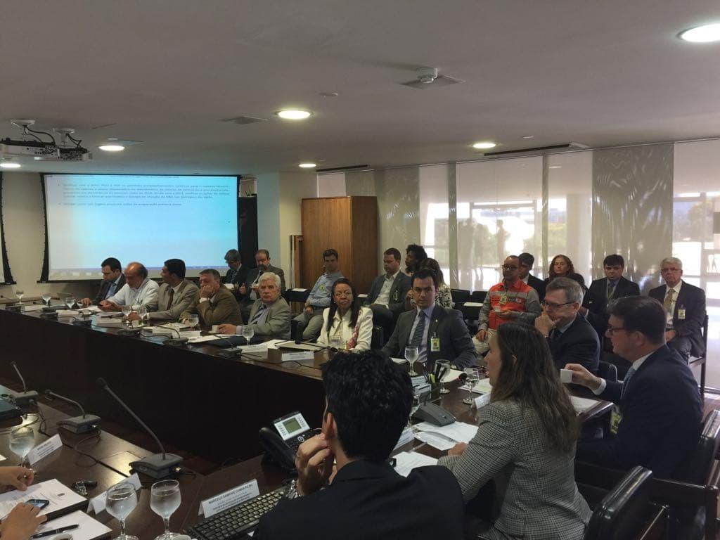 Acre se reúne com representantes do governo federal para discutir ações e evitar isolamento devido à cheia do Rio Madeira