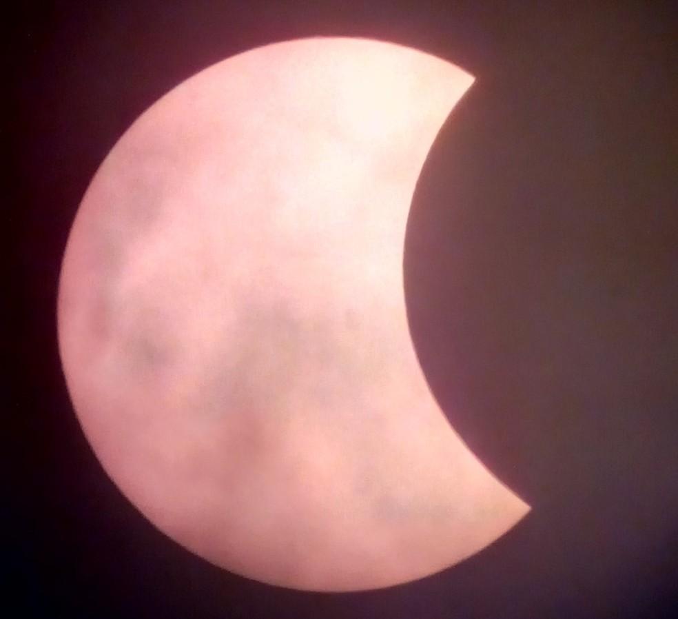 Na região centro-oeste paulista, eclipse atingiu o máximo de 27% de cobertura do disco solar — Foto: Rodolfo Langhi/Divulgação