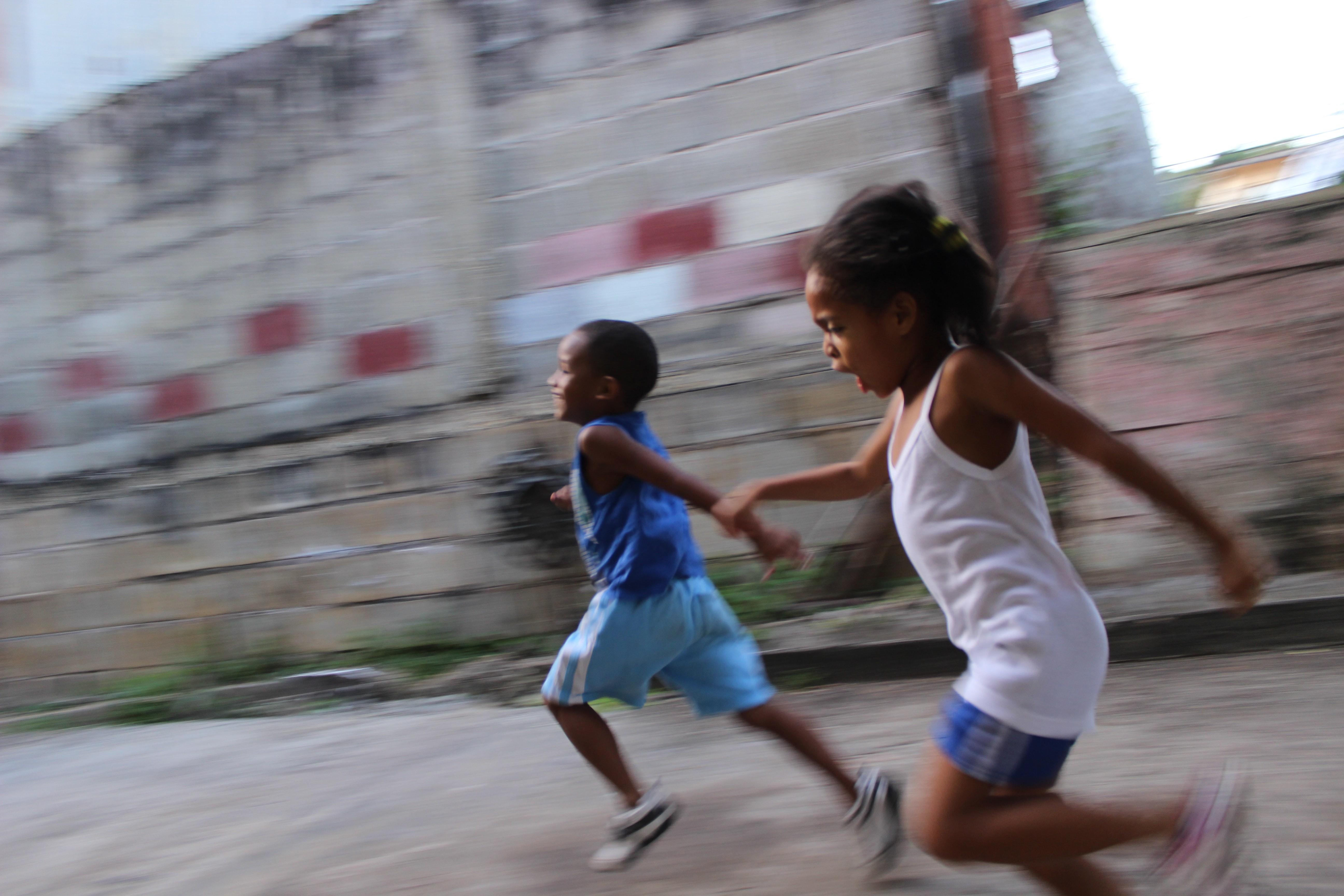 Acesso de negros a escolas cresceu na última década, mas ensino da cultura e história afro-brasileira ainda é desafio