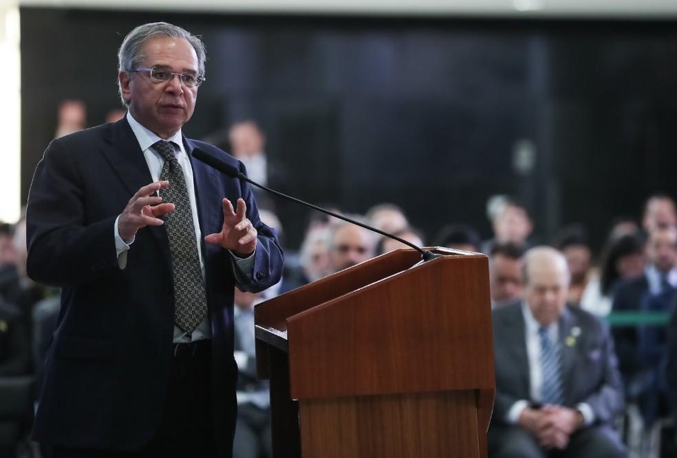 O ministro da Economia, Paulo Guedes, ao participar de um evento no Palácio do Planalto nesta terça-feira (23) — Foto: Marcos Corrêa/PR