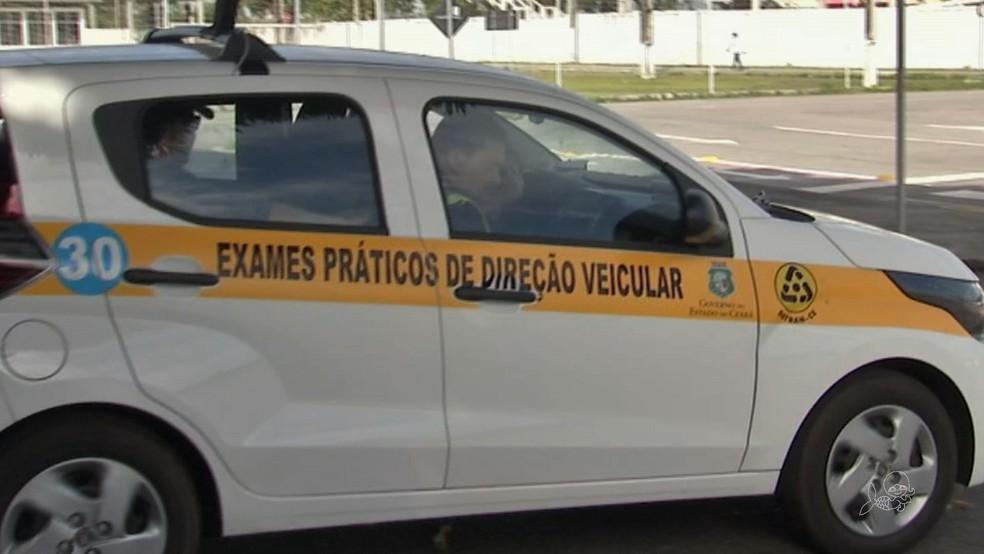 Carros do Detran com monitoramento por câmeras de vídeo são usados para exames de direção. (Foto: Detran/Divulgação)
