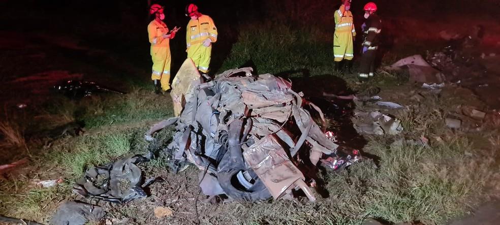 Carro ficou destruído após a colisão em Tupã  — Foto: João Trentini /Arquivo pessoal