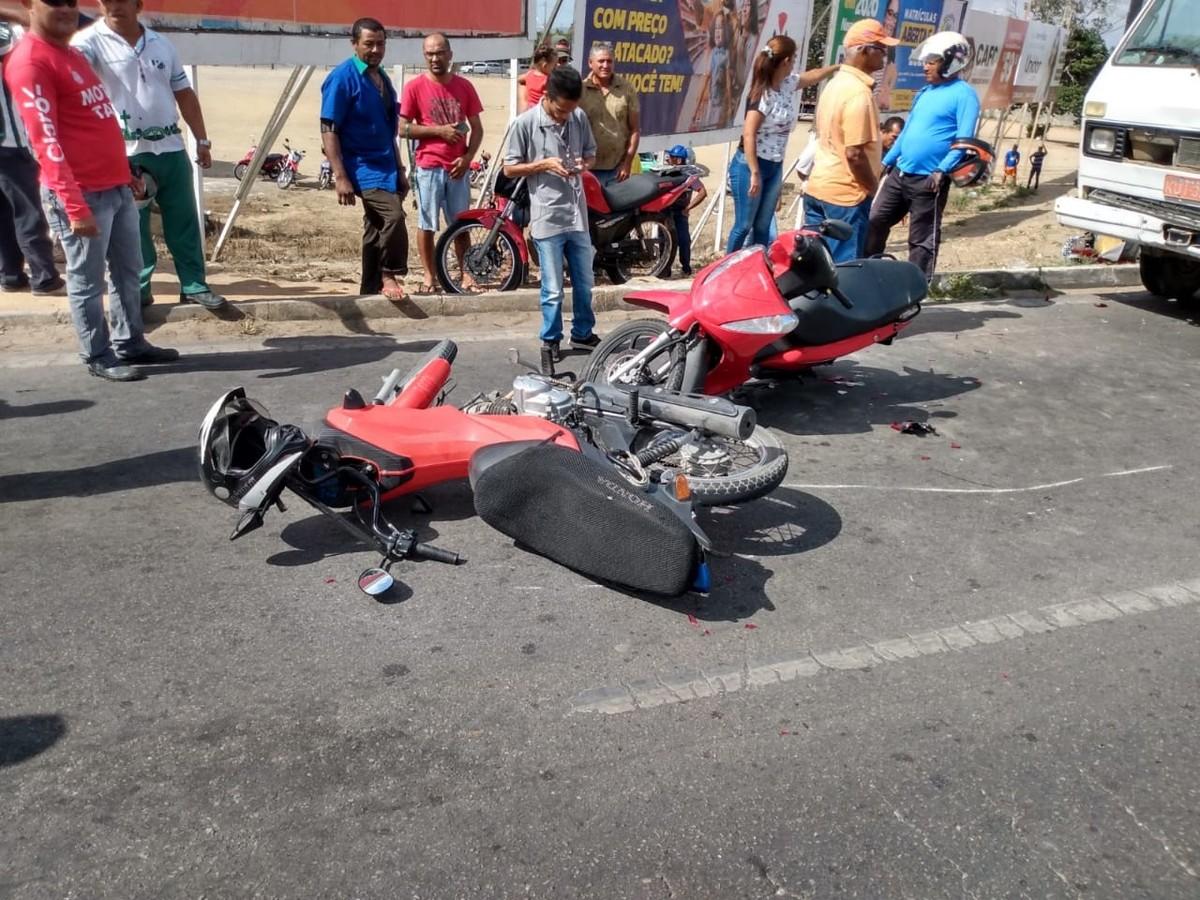 Motorista perde controle de caminhão e atropela motociclistas em Arapiraca, AL - G1