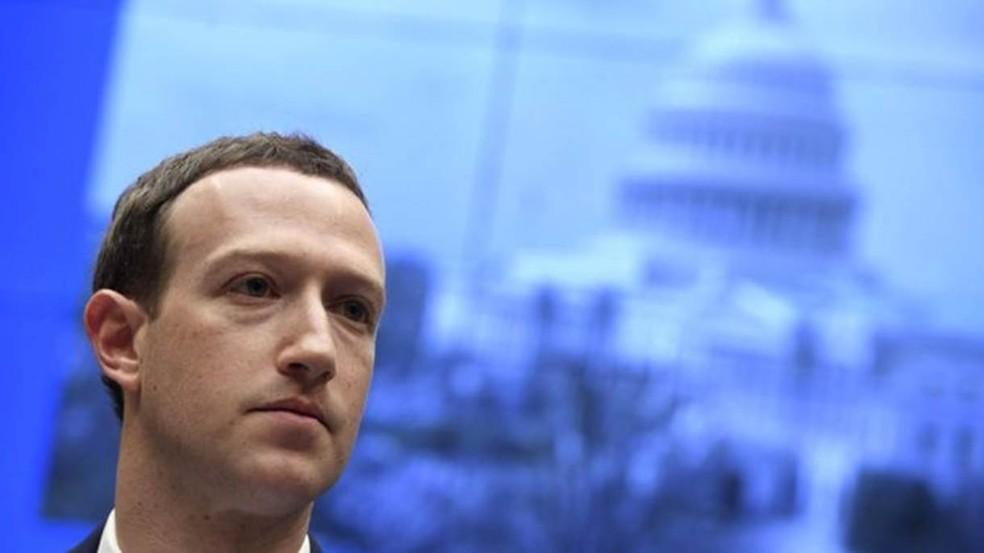 Fundador do Facebook, Mark Zuckerberg disse que plataforma vai evitar moderar o debate político — Foto: GETTY IMAGES/BBC