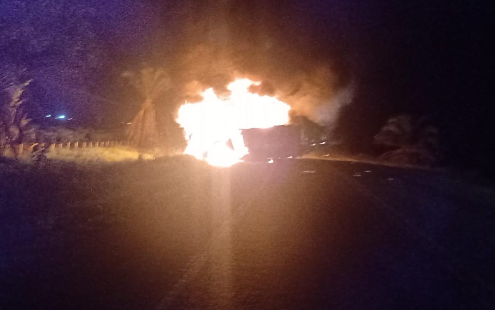 Acidente entre caminhões deixa cinco mortos no sul da Bahia; vítimas ficaram carbonizadas